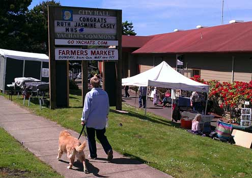 Farmer Market in downtown Yachats