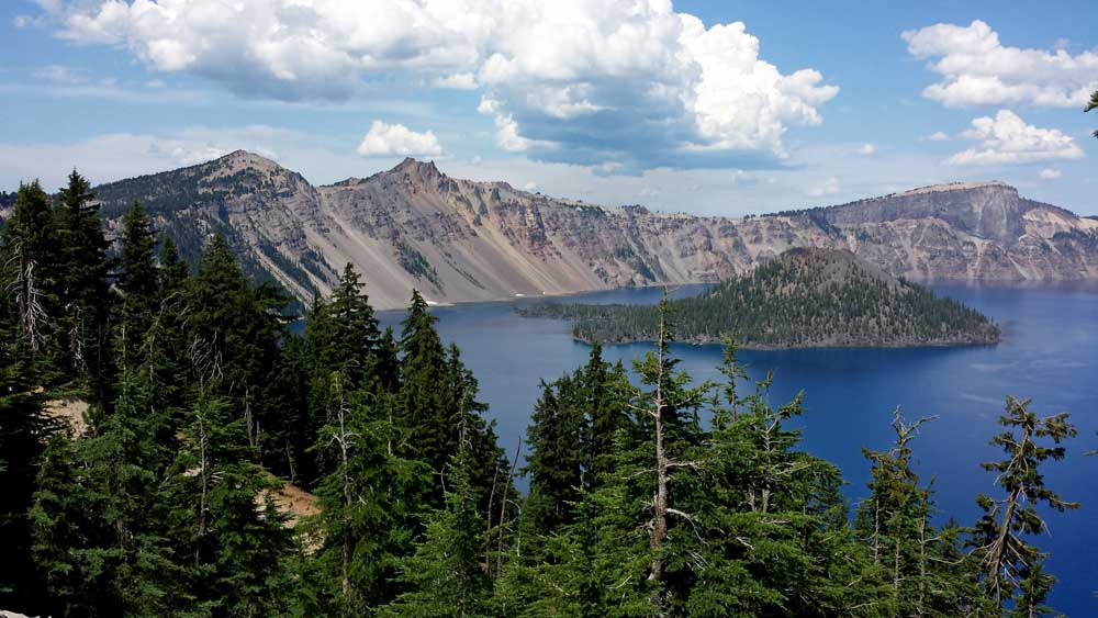 Crater Lake always amazes, behind: panorama from Crater Lake Lodge