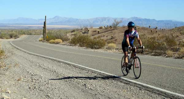 Riding the Arizona desert over Quinn Pass between Bouse and Quartzsite